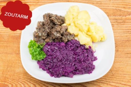 Hachée, rode kool en gekookte aardappelen