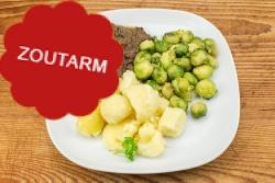Natriumarme runderstoofschotel, spruiten, gek. aardappelen