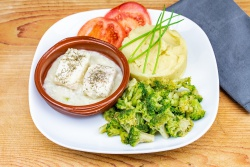 Schelvis in botersaus, broccoli en aardappelpuree