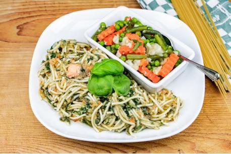 Spaghetti zalm en spinazie met zomergroenten