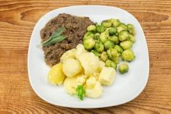 Vlaamse stoofschotel, spruiten, gek. aardappelen