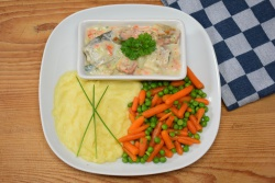 Romig vispotje met wortel/doperwten-mix en aardappelpuree