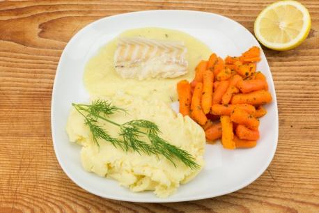 Kabeljauw in botersaus met worteltjes en aardappelpuree