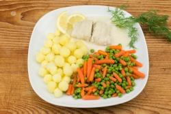 Scholfilet roomsaus, tiroliënne, gekookte krieltjes