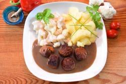 Oma's vegetarische balletjes met bloemkool bechamelsaus en gekookte aardappelen