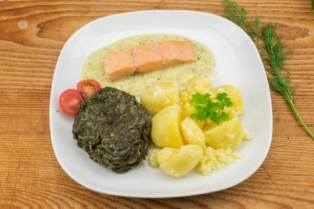 Zalmfilet dillesaus, spinazie, gekookte aardappelen