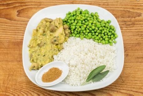 Kip-kerrie, doperwten en witte rijst
