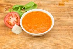 Italiaanse tomaat-mozzarellasoep